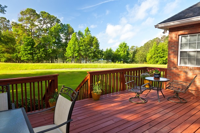 5 Reasons to Pressure Wash, Stain & Seal your Deck