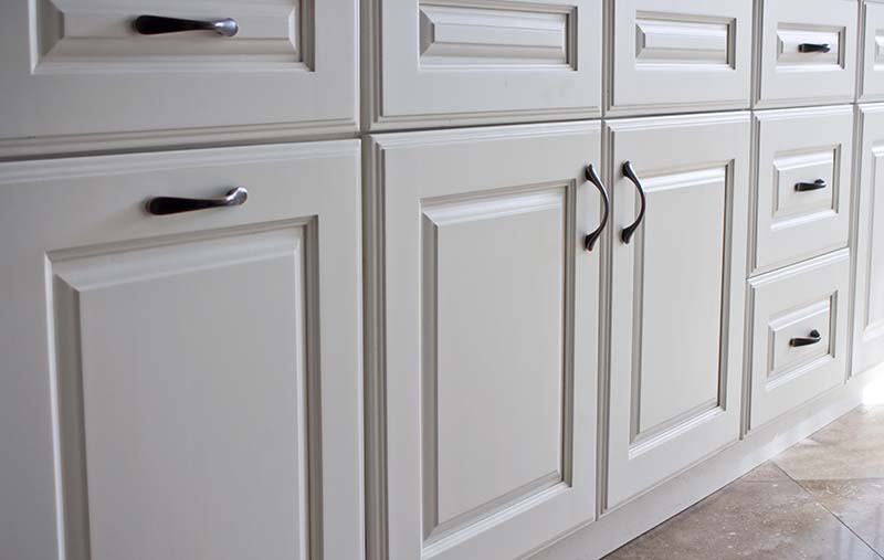 How to Inspect Kitchen Cabinets and Drawers